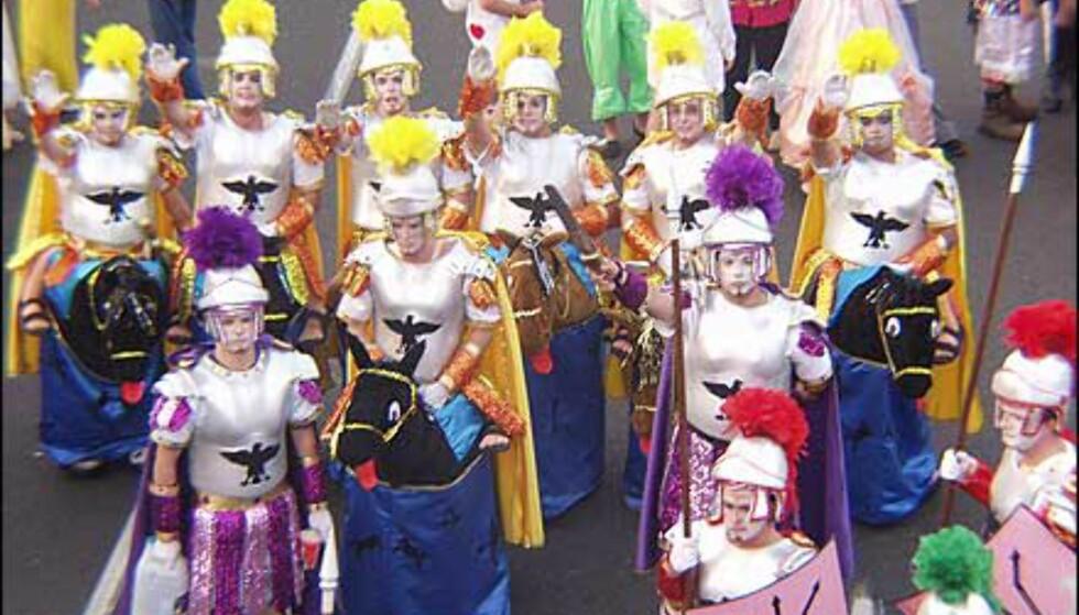 Grupper av kostymekledte konkurrerer også om priser og oppmerksomhet. Foto: http://www.laspalmascarnaval.com/