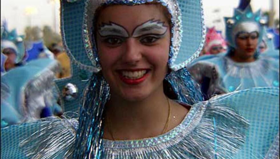 Kjølige farger dominerer denne jentas kostyme. Foto: http://www.laspalmascarnaval.com/