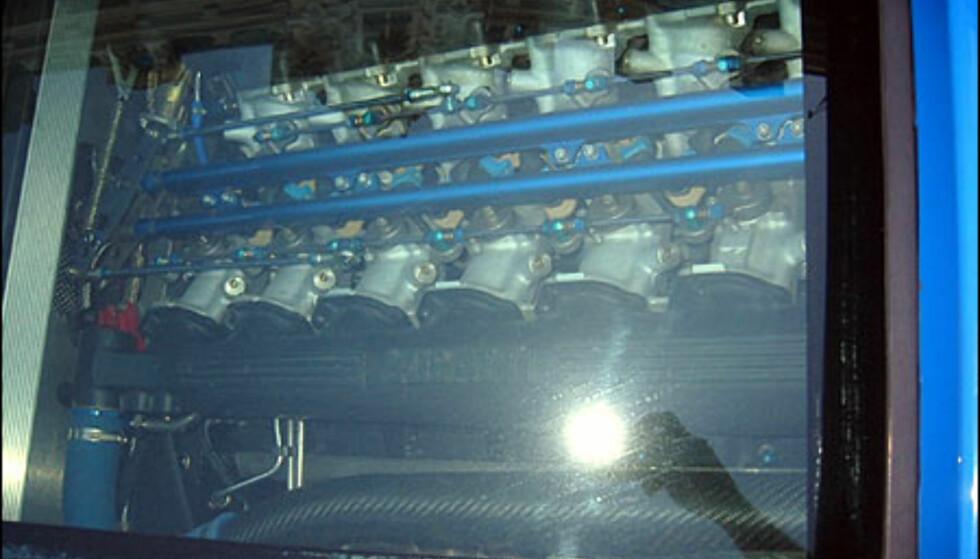 Bugatti V12-motor. (FOTO: Birger Heigre)