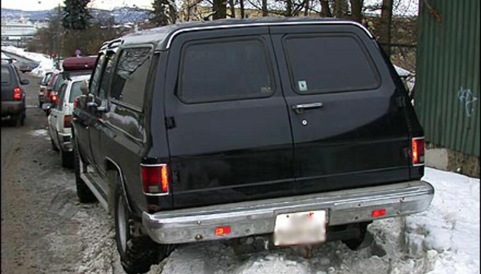 NYTTIG FIREHJULSDRIFT: Snømengdene gir vanskelige parkeringsforhold. Da er det godt med firehjulsdrift.