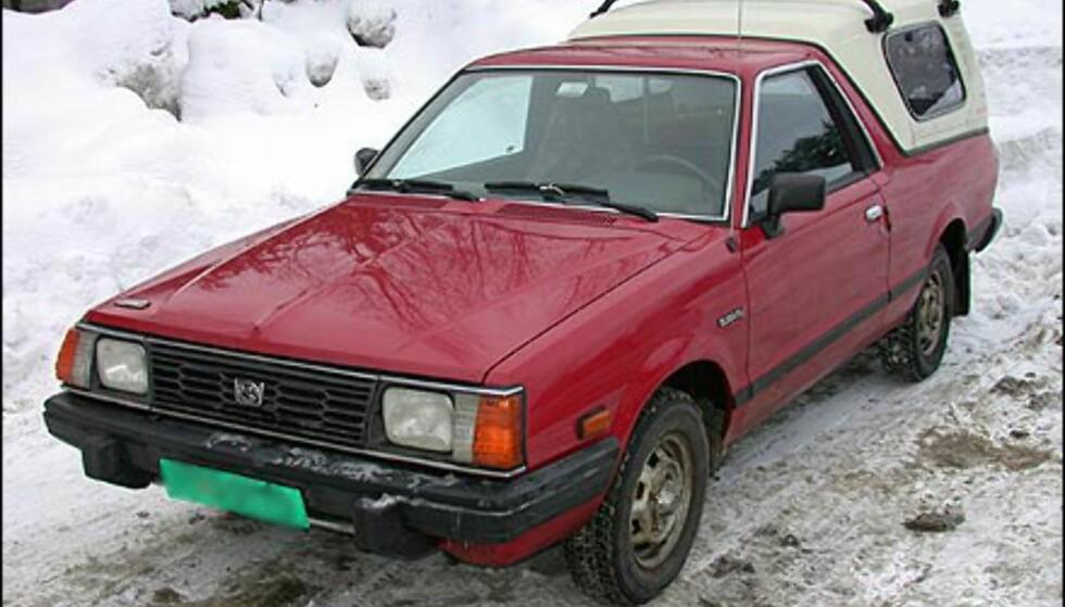 VAKKER?: Spesielt sjarmerende er vel strengt tatt heller ikke denne bilen, en eldre Subaru-modell.