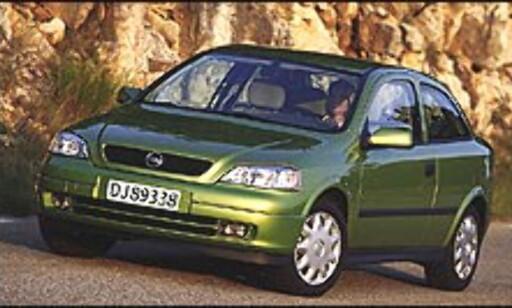 FØRST?: Eller klarer Opel å slå Toyota på målstreken med sin Astra 1.7 CDTi?