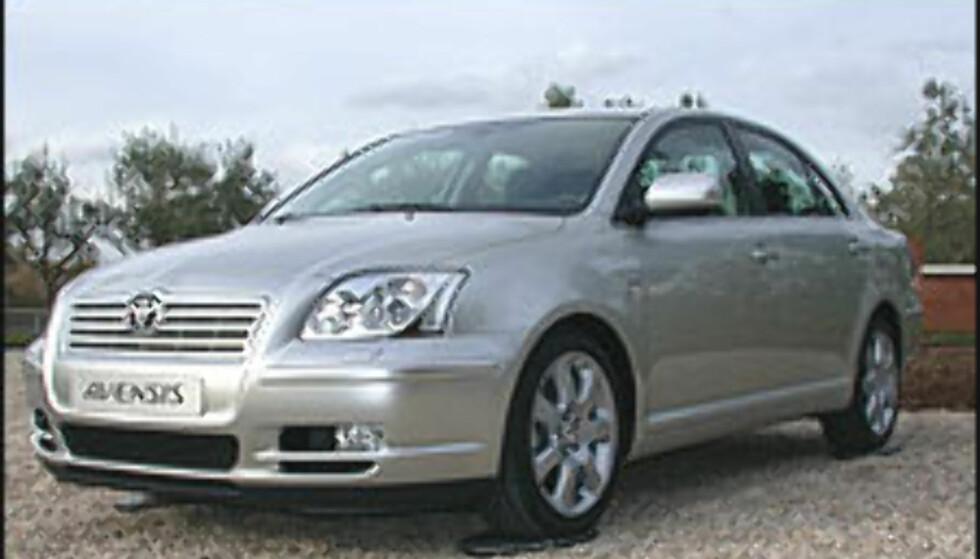 FØRST?: Blir nye Toyota Avensis den første bilen på markedet som tilfredsstiller utslippskravene i EU4?