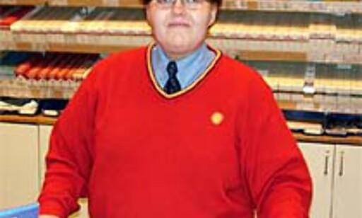 JENNI HJELPER: Jenni Timonen jobber julaften på Shell på Stand i Bærum.