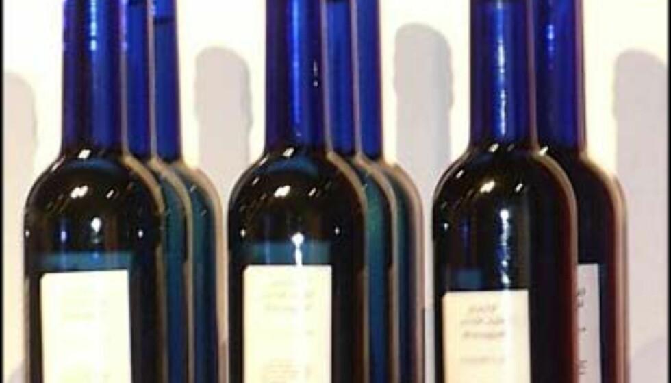 Massasje-olje blir stadig mer populært. Disse lekre flaskene koster 100.- hos Beate Uhse. Beklager uskarpt bilde
