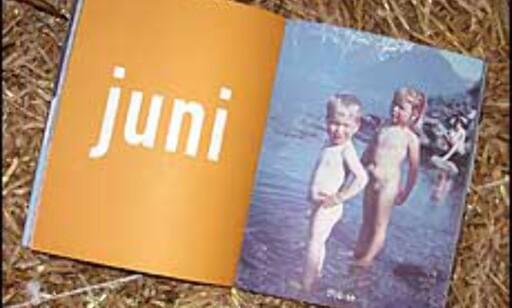 Glade sommerbarn - forfatteren selv og søsteren poserer i fjæra lenge før kjendisstatusen var sikret.