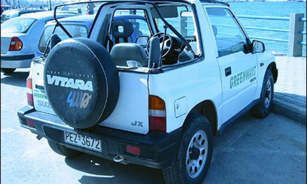 Små, billige biler med firehjulstrekk og delvis avtagbart tak er svært populære blant turister i sydlige strøk, noe leiebilselskapene har forstått. Her en Suzuki Vitara Cabrio.