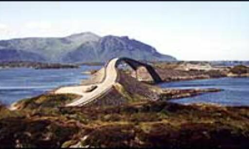 ATLANTERHAVSVEIEN: Ytterst mot havet mellom Romsdal og Nordmøre ligger en av attraksjonene som har steget i turistgradene de siste årene. Foto: Karoline Brubæk