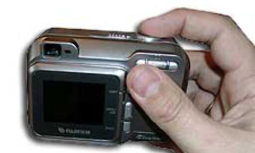 Kameraet er kompakt og styres relativt lett med en hånd.