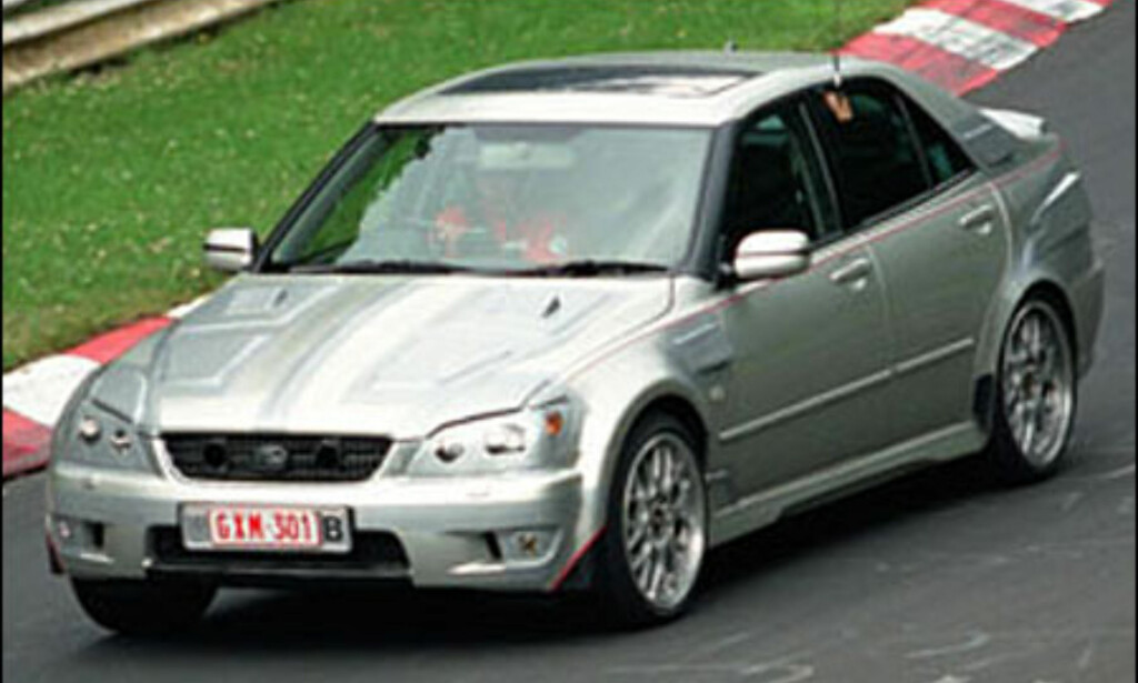 Lexus IS200: Sportsugtgave som skal konkurrere med M3. 4,3-liter V8 på rundt 320 hestekrefter.