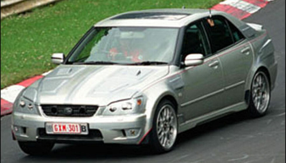 <strong>Lexus IS200:</strong> Sportsugtgave som skal konkurrere med M3. 4,3-liter V8 på rundt 320 hestekrefter.