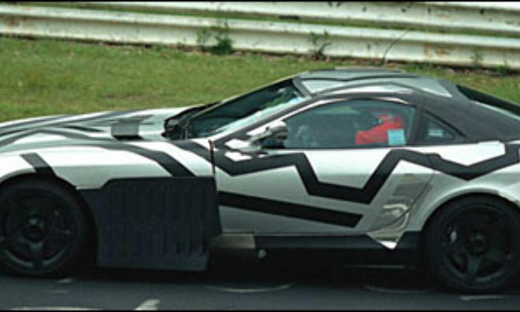 Mercedes-Benz McLaren SLR: Supersportsbil med V8 AMG-motor på 5,5 liter og med 555 hestekrefter.