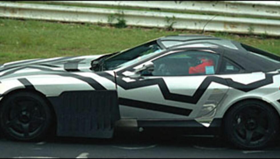 <strong>Mercedes-Benz McLaren SLR:</strong> Supersportsbil med V8 AMG-motor på 5,5 liter og med 555 hestekrefter.