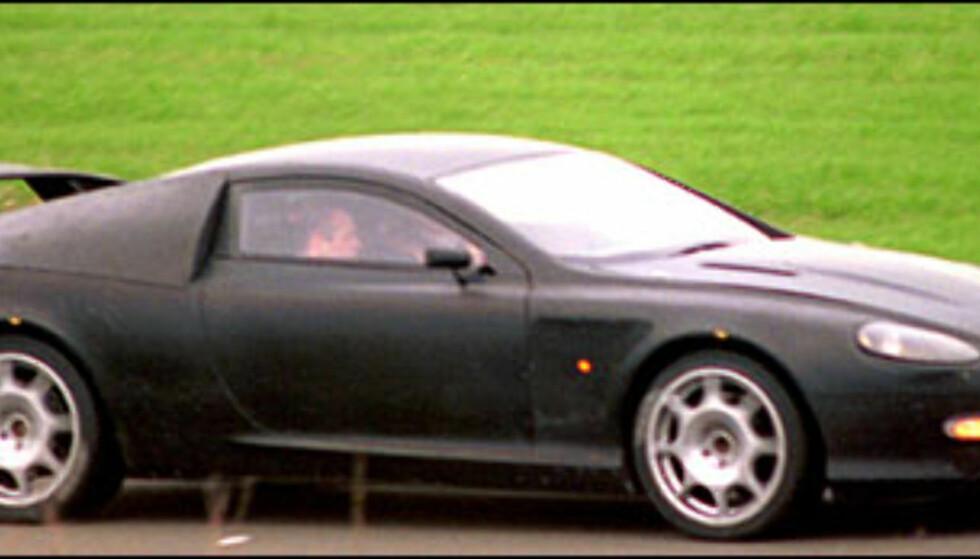 Aston Martin AM306: - ifølge Automedia blir den utstyrt med en 4-liter V8 fra Jaguar som skal yte rundt 360 hestekrefter.