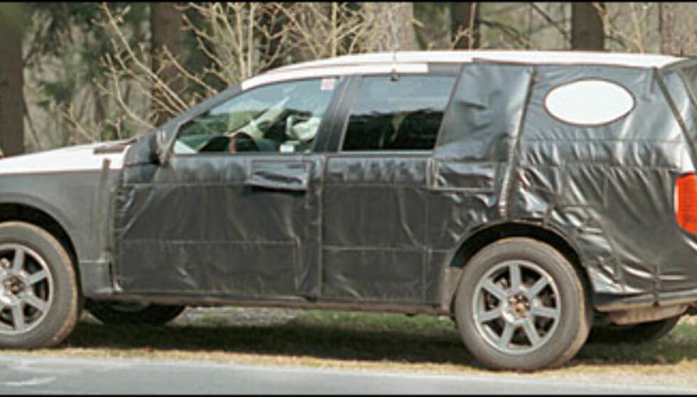 Cadillac SRX: Mellomting mellom stasjonsvogn og SUV. USA-klar til neste år, Europa får den i begynnelsen av 2004.