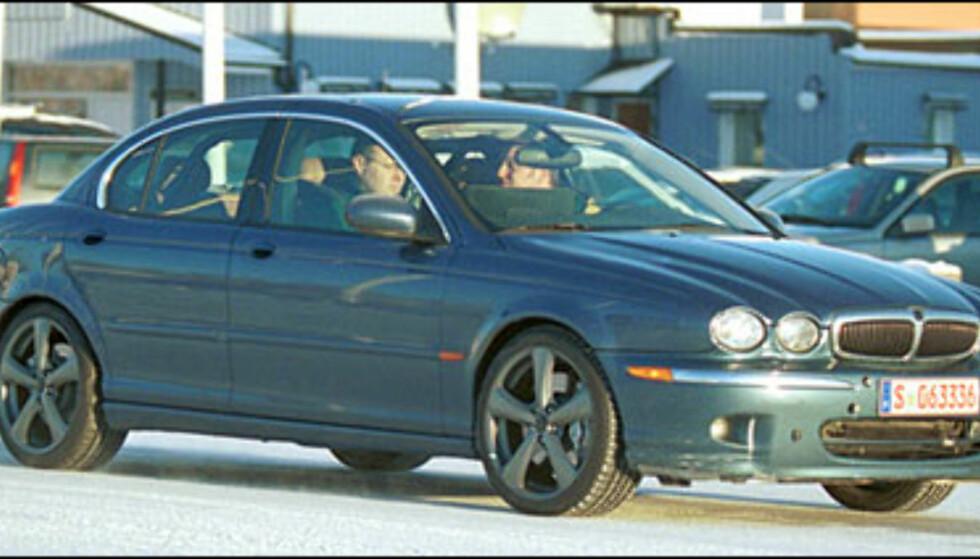 Jaguar X-type R: 3-liter V6 som yter 300 hestkrefter.