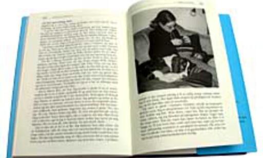 Boken er illustrert med noen få sort-hvitt bilder, ellers er den temmelig grå.