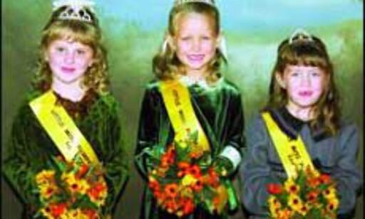 Kåring av Lille Miss Gresskar 2001. Vinneren i midten. Alle foto: pumpkinshow.com