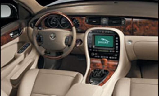 image: Jaguar XJ svever på luft