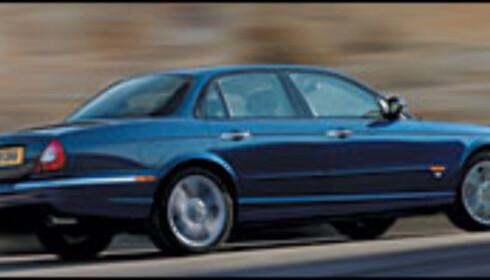 Jaguar XJ svever på luft