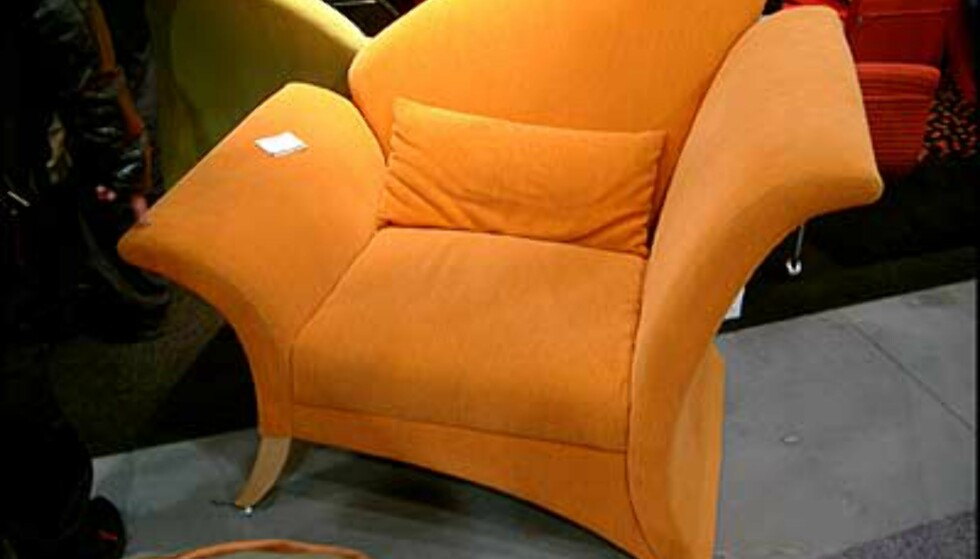 Oransje stol fra Galleri 32, Ålesund. (Foto: Dag Yngve Dahle)