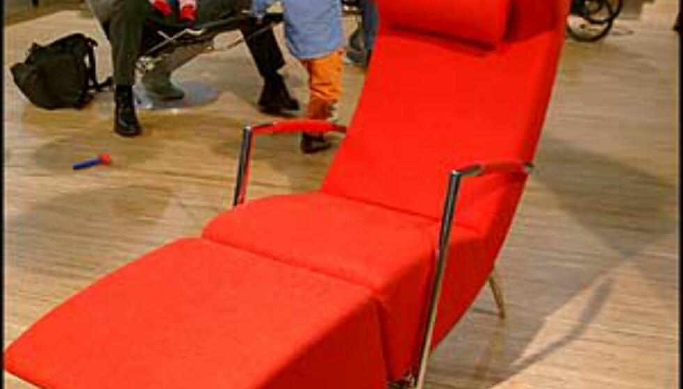 Hvilestol for fargeglade. Fås hos Artinteriør.  (Foto: Dag Yngve Dahle)