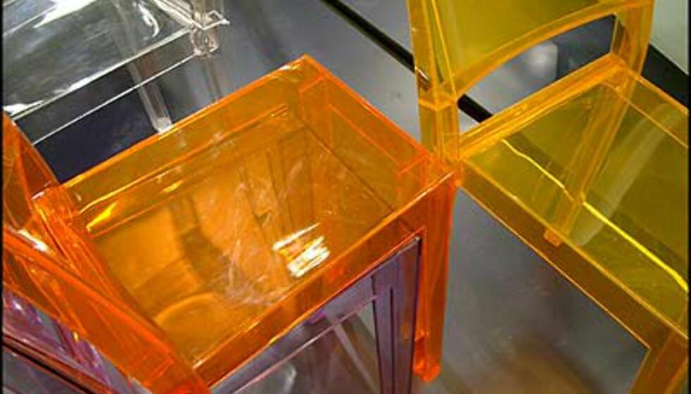 Flere prisbelønnede stoler. Fra Compasso d'Oro-utstillingen. (Foto: Dag Yngve Dahle)