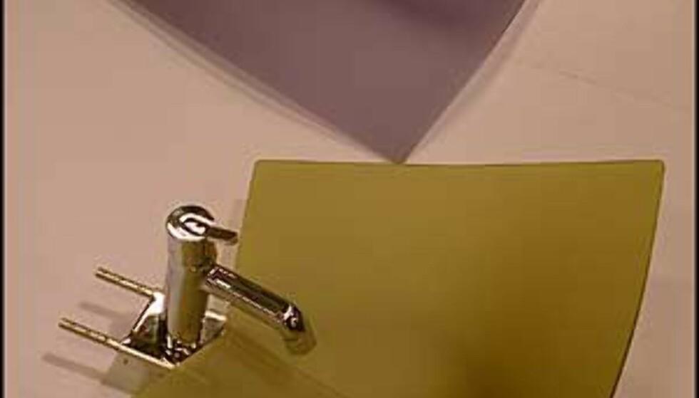 Vasker av plast fra Compasso d'Oro-utstillingen.  (Foto: Dag Yngve Dahle)