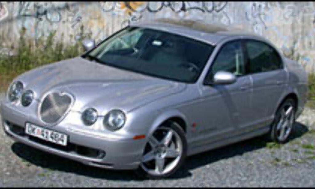 Jaguar S-type R blir 78.400 kroner billigere.