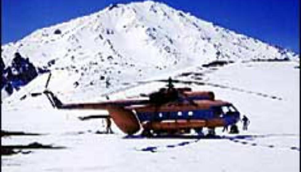 Du flyr med et helikopter av typen MI-8 på spesialtur i Sibir. Foto: Langley Travel