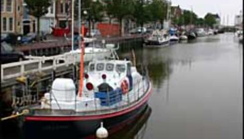 Livbåten Lilla Marras ligger til kai i Harlingen.