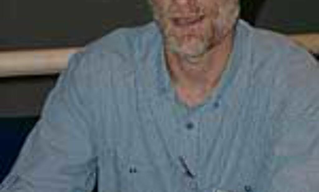 Paul Baser viser stolt frem HPs nye flaggskip, Photosmart 850