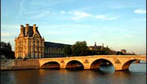 Snus inn høstluften langs Seinen i Paris. Foto: www.aviewoncities.com