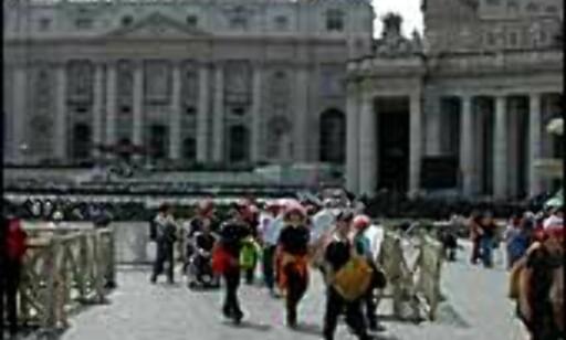 Det er alltid mye mennesker på Petersplassen.