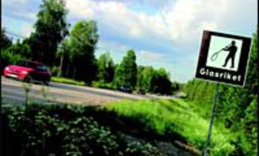 En glassblåser markerer inngangen til Glasriket. Foto: Glasriket
