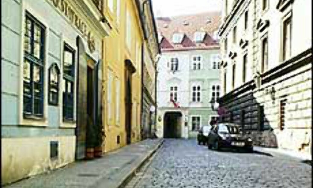 Den norske ambassaden i Praha ligger i et av områdene som har mistet strømmen etter flomherjingene. <I>Foto: UD</I>
