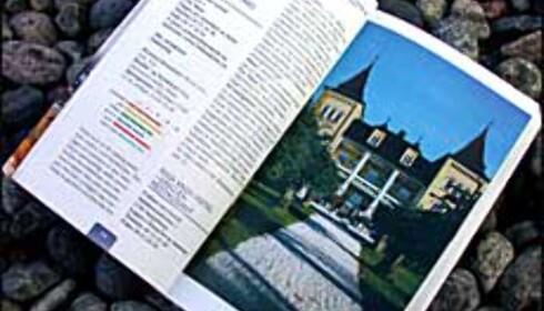 Alle stedene er karaktergitt med fargekoder, og boken er illustrert med bilder.