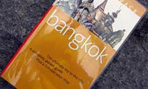 Bok og kart i en hendig plastfolder fra Fodor\'s.