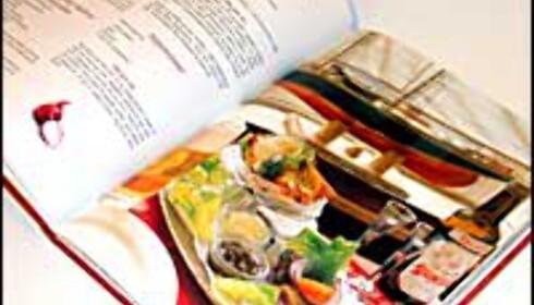Boken serverer oppskrifter på serveringsstedenes spesialiteter.