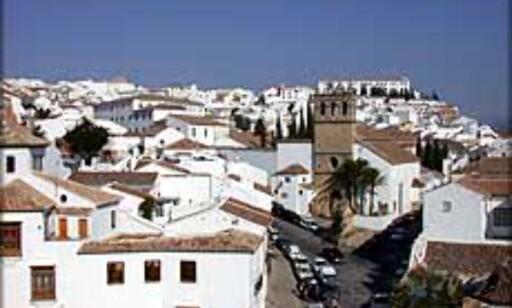 Hvitvaskede spanske feriebyer frister hele året. Her fra Ronda, ved Marbella.