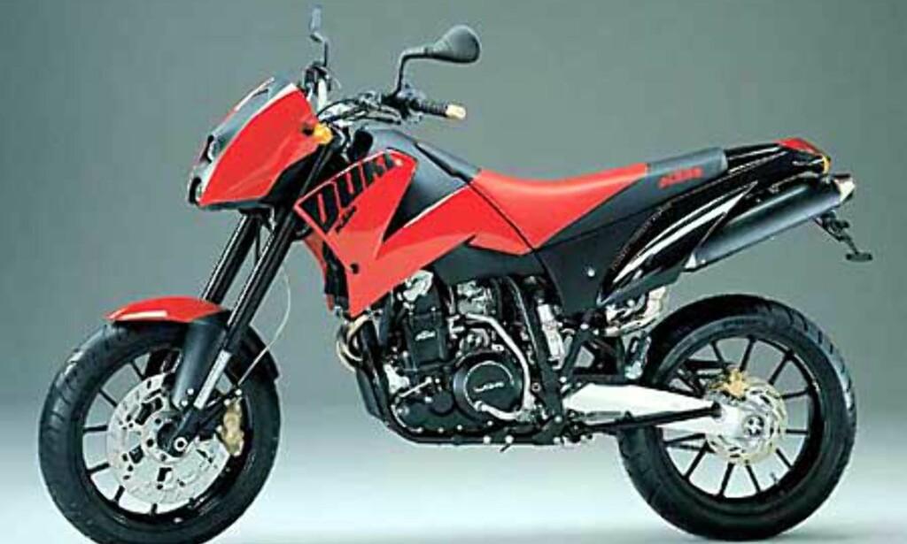 image: Stort bilde av rød KTM Duke