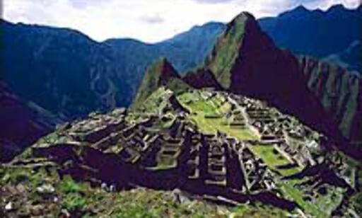 Ruinene av Machu Picchu - den fortapte by, ligger fantastisk til i blant Perus fjell.