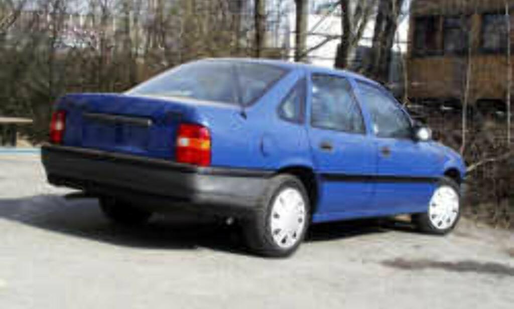 Opel Vectra holder seg godt, trass i at det etterhvert begynner å bli en gammel bil.