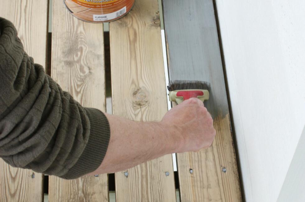 KLAR FOR VÅRPUSS? Sjekk om du kanskje bør vente med malingen og beisingen. Foto: IFI