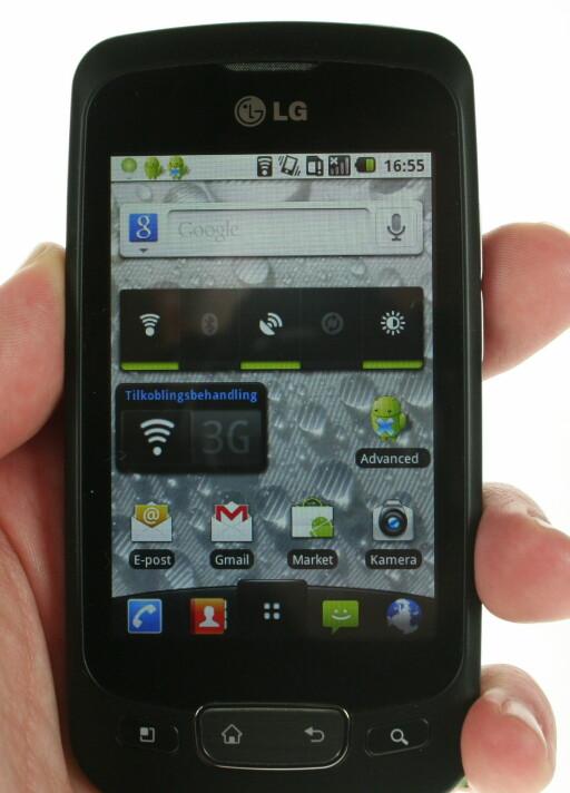 FULL PAKKE: LG har ikke rotet mye med Googles opprinnelige Android-hjem-skjerm. Foto: Øivind Idsø