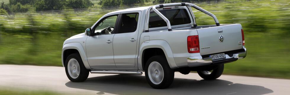 VW Amarok går rett opp og truer Hilux på salgsstatistikken.