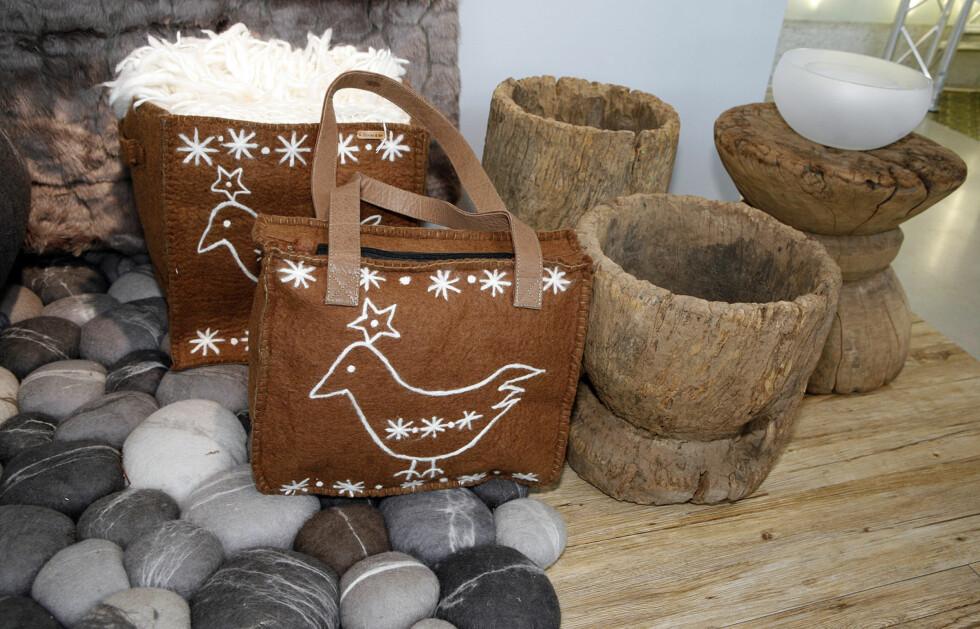 Filtvesker fra danske En Gry & Sif (ABK Agentur), teppe i tovet ull fra Isandi, boller fra Shishi, frostet glasskål fra Stenige slott.  Foto: Per Ervland