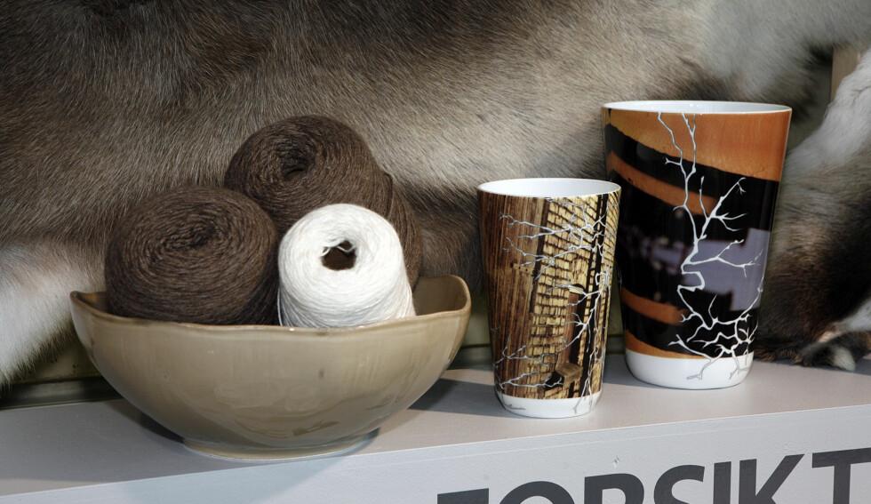 Garn fra Alpaca Society, vaser fra Wik og Walsøe. Rensdyrskinn fra Granberg garveri, keramikk fra Isandi. Foto: Per Ervland
