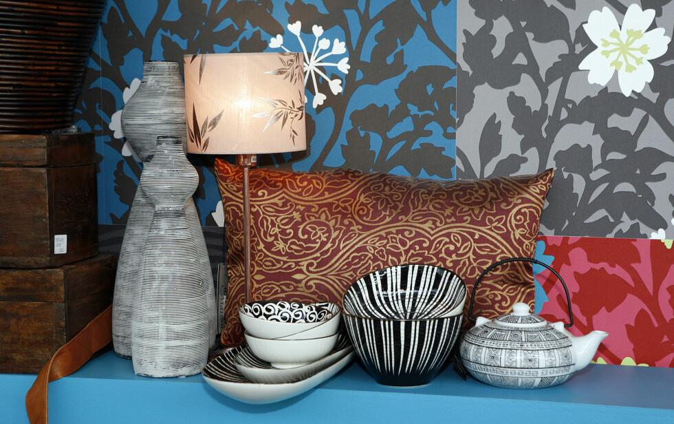 Lampe fra Globen, keramikk fra Broste, pute fra Au Maison, skrin fra Anouska.