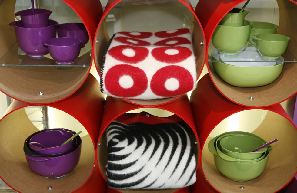 Fargerike praktiske plastboller fra F & Hot Scandinavia, pledd fra Nordic Form.  Foto: Per Ervland